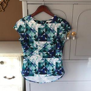 Like new! Sleeve geometric pattern top